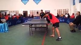 Tischtennis ohne Arme Hände