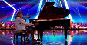 Tokio Myers Klavier
