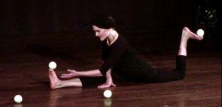Roxana Küwen Füße jonglieren