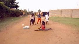 Uganda, Kinder, tanzen