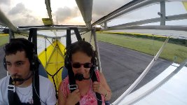 Blinder Passagier Ultraleichtflugzeug Katze