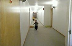 kinder, laufen, lachen, spaß, unfallversicherung