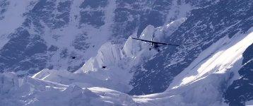 Wingsuit Flugzeug landen