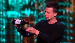 Franco Zaubern Weinflasche Glas