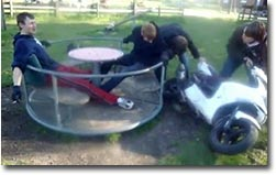 Zentrifugalkraft, Mofa, Moped, Spielplatz