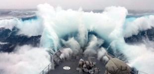 Schiff Monsterwelle Antarktis
