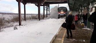 Zug Bahnhof Schnee